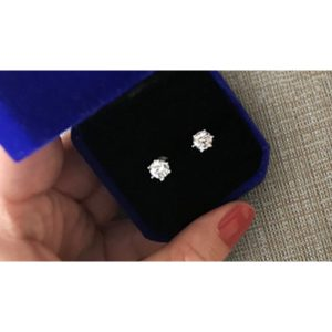 Janssen Solitaire Stud Earrings product gallery