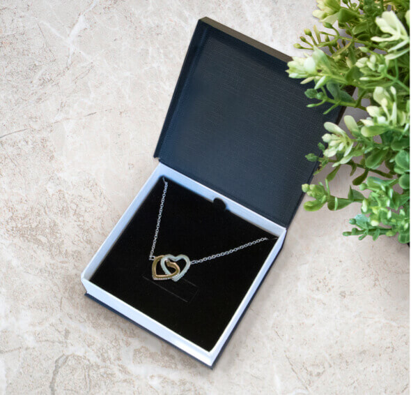 janssen forever love necklace package